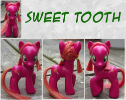 Sweet Tooth by phasingirl