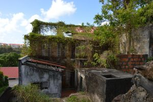 An other abandonned house to FORT DE FRANCE 6 by A1Z2E3R