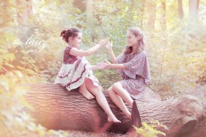 children clapping hands by lauzphotography