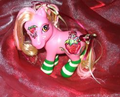 Strawberry Shortcake Custom by customlpvalley