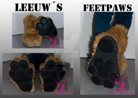 Leeuw's feetpaws - commission by FurryFursuitMaker