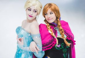 Elsa and Anna by Lily-on-the-moon
