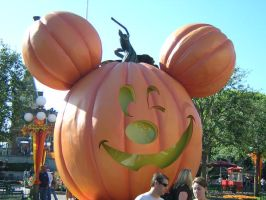 Mickey Jack o' Lantern II by disneyland-stock