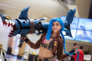 Jinx Cosplay front shot by Vahris