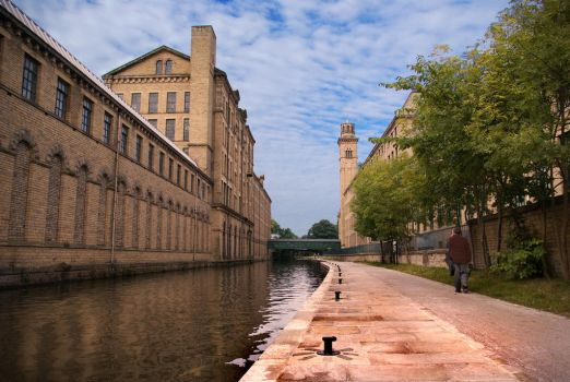 Saltaire Canal by gerarduk62