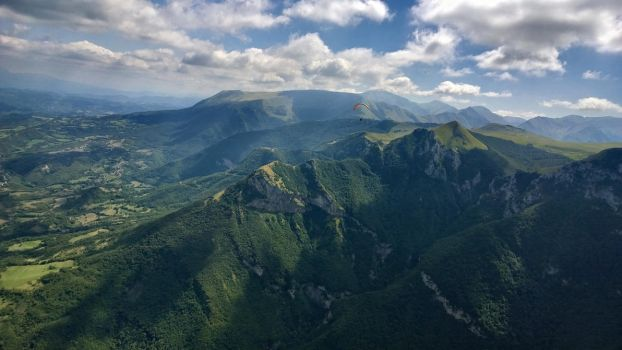 Paragliding in italien mountains by Hellle