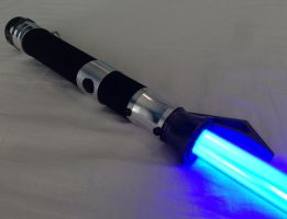 Clawed lightsaber 5 by Mace2006