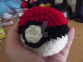 Pokeball amigurumi by Amigurumi-Lover