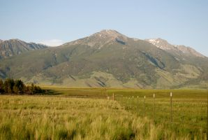 Fence line to the mountains by MNgreen