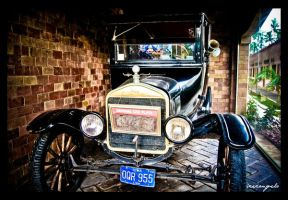 Vintage Ford by iceconyelo