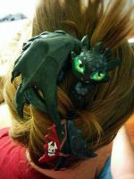 Toothless - Hair clip by Lustuad