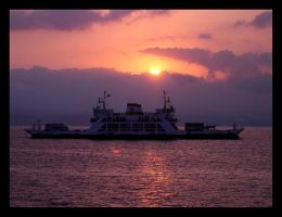 Sunrise and the boat by ISIK5