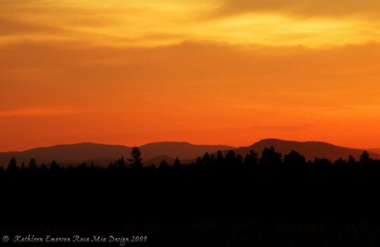 Valley Sunset wallpaper by rocamiadesign