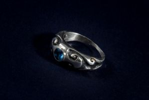 Silver wave pattern ring with aquamarine by danieldubis