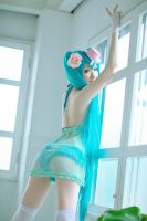 Miku cosplay 4 by HoNeYbEeMai