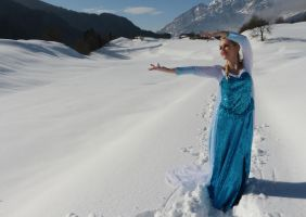 time to see what I can do (Frozen Elsa Cosplay) by GlowingSnow