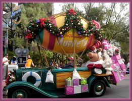 MGM Christmas Parade  Muppets by WDWParksGal