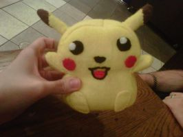 Pikachu Plushie finished by Mokulen22