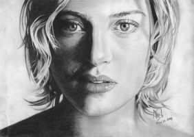 Kate Winslet upclose by riefra