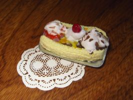 Miniature Banana Split by sonickingscrewdriver