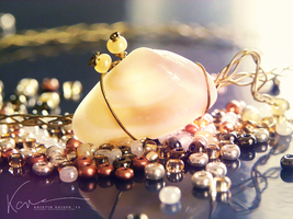 Mother of Pearl Bracelet by Krissey
