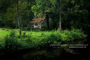 Cottage by guitarjohnny