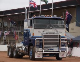 Mack Cruiseliner on parade by RedtailFox