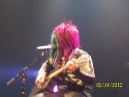 Dahvie and his guitar by A7XFan666