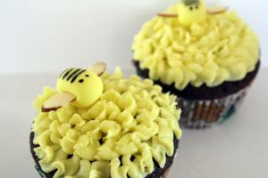Bee Cupcake by beelovessnowmen