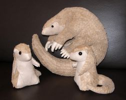 Plush - Pangolin family photo by demiveemon