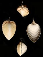 Heart shell silver pendant by Emusa