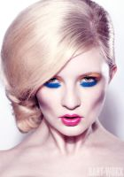 straight blue eyes by Hart-Worx