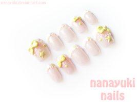 pearl and stars 2 nails by Nanayuki