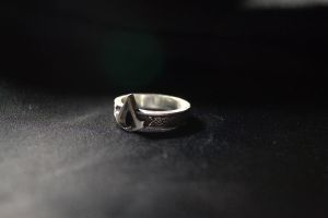Assassin's Creed Symbol ring by Quilviirina