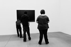 three plauderers at the museum by Niemans