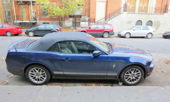 2012 Ford Mustang V6 Premium Convertible by Kitteh-Pawz