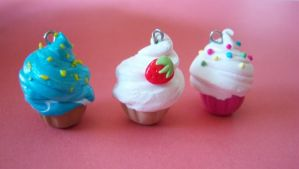 Cupcakes pendants by Bottine