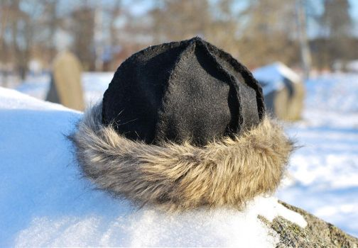 Wool and Fur Viking hat DIY by Madizzo