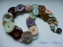 Vintage button necklace by Ilyere
