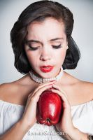 Snow White by wickedoubt