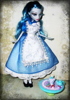 Ghoulia's Adventures in Wonderland by spookyspinster
