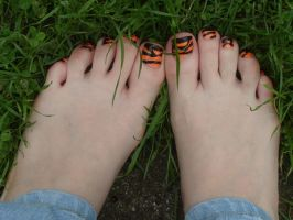 Tiger Toes by Foxy-Feet