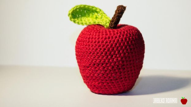Crochet apple by ShiroiDragonfly9