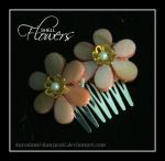 Little Shell Flower Comb by Kurokami-Kanzashi