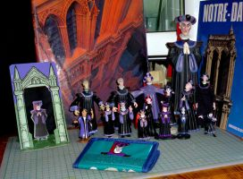 Frollo figurines by ElenaTria