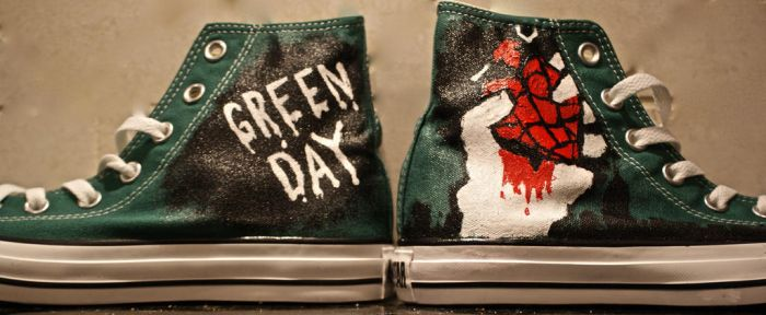 Green Day-American Idiot-Converse by Arie-Vampiress