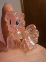 I caught a pinkie! by oukume