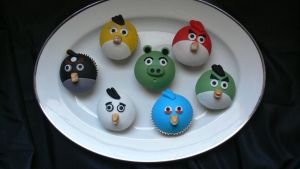 Angry birds cupcakes by laylah22
