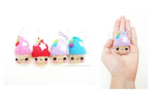 Cupcake Keychain by CosmiCosmos