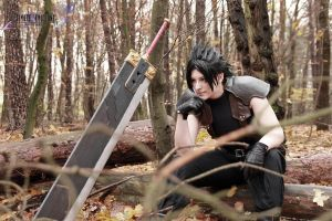 Zack Fair cosplay by Xx-lil-xX